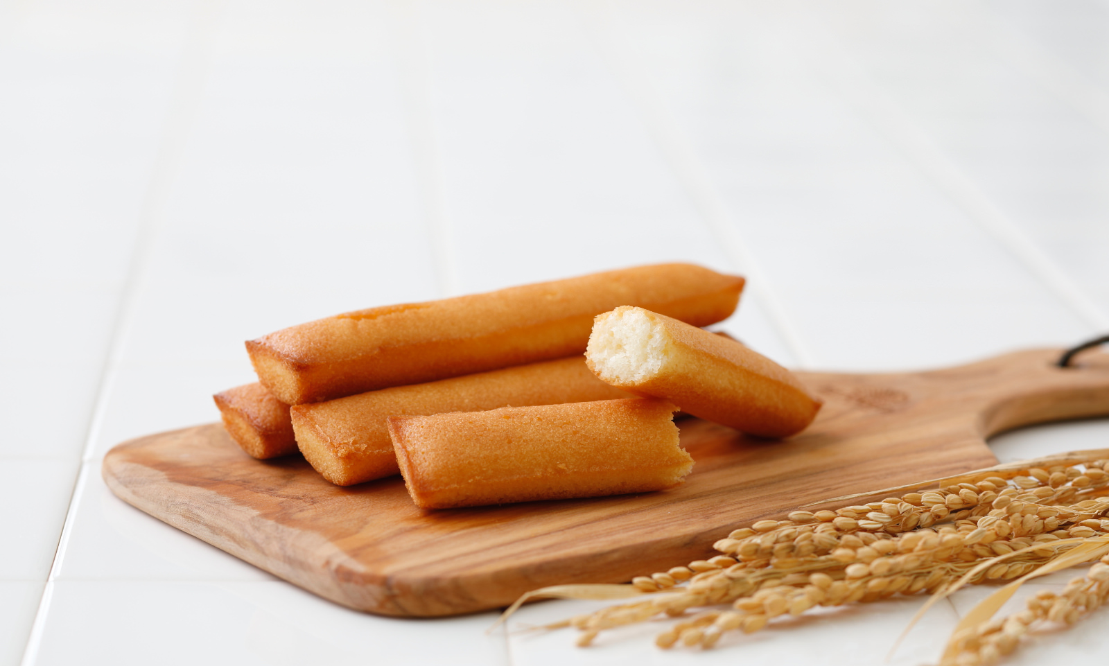 学童施設に小麦アレルギーでもたべられる米粉フィナンシェを無償提供